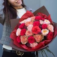 Букет 25 пионовидных роз в упаковке R032