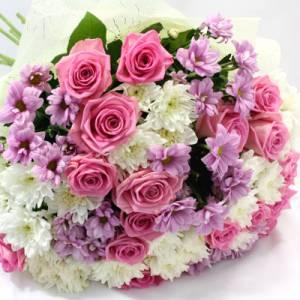 Сборный букет розы и хризантемы с оформлением R342