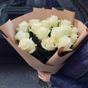 Букет 15 белых роз с упаковкой R423
