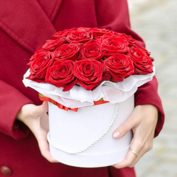 21 красная роза в коробке R839