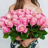 Букет 51 розовая роза с крафтом R002