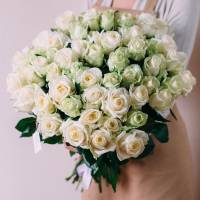 Букет 39 белых роз с лентами R015