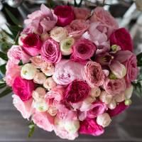 Сборный букет пионовидных роз с упаковкой R023