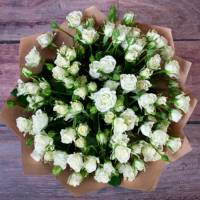 Букет 15 белых кустовых роз R018