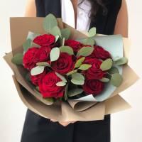 Букет 11 красных роз с упаковкой R034